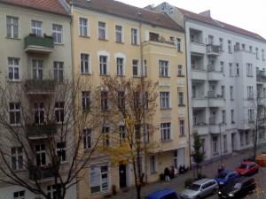 Altbauten mit Neubau Grundriss in einer Großstadt